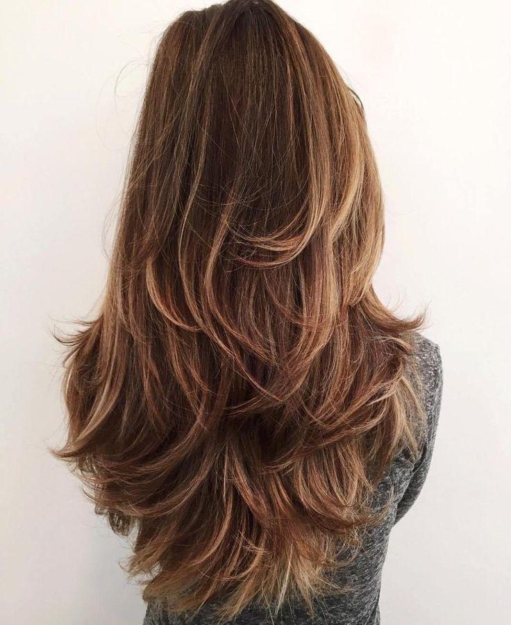 قصات شعر طويل مدرج من الخلف