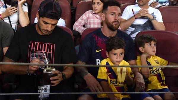 بالفيديو والصور... احتفال ميسي وأبنائه بهدف برشلونة