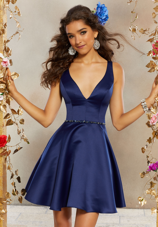 فستان ستان قصير منفوش باللون الأزرق الكحلي