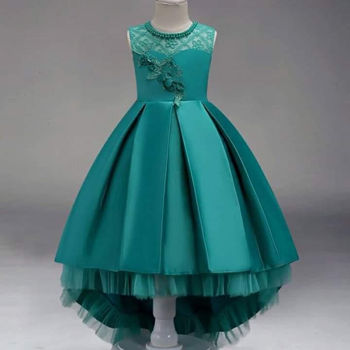 فستان ستان قصير منفوش باللون البترولي