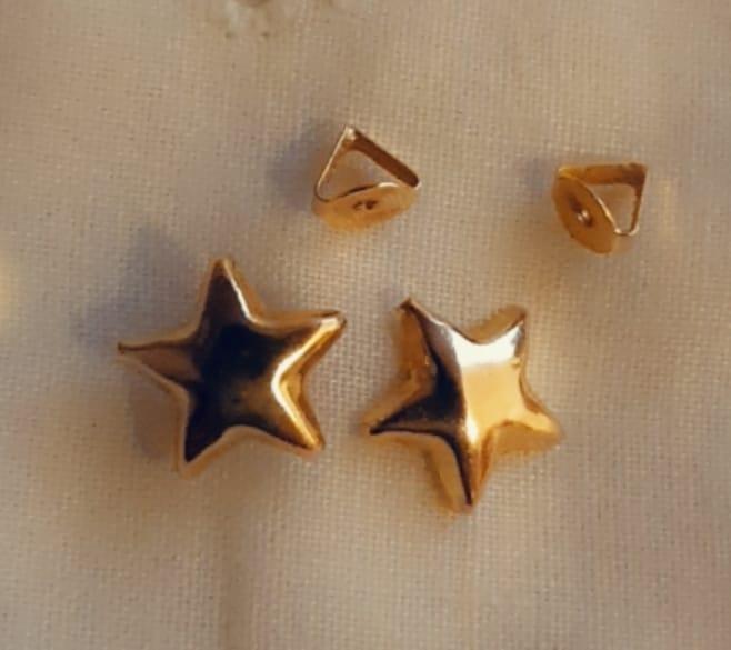 حلقان ذهبية كبس مودرن صغيرة الحجم