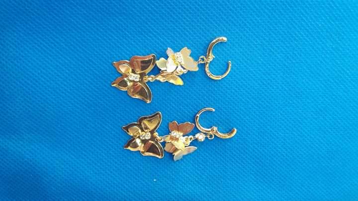 صور أشكال حلقان ذهبية كبس مودرن صغيرة الحجم