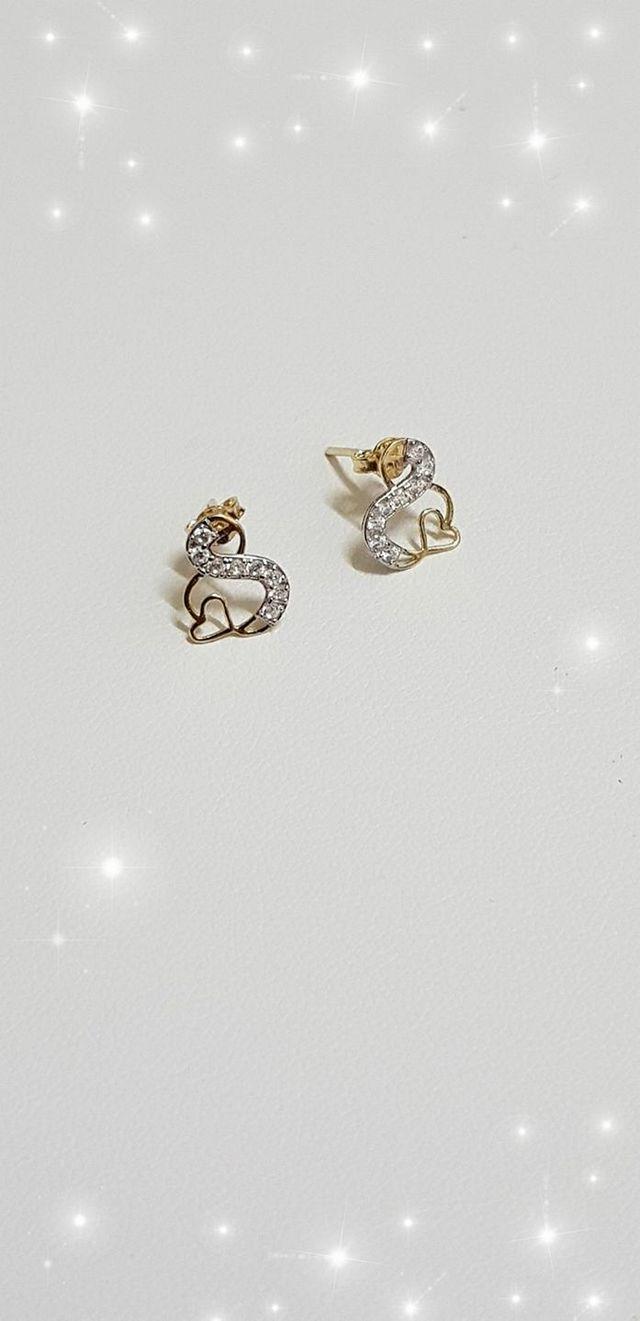 أشكال حلقان ذهبية كبس مودرن صغيرة الحجم