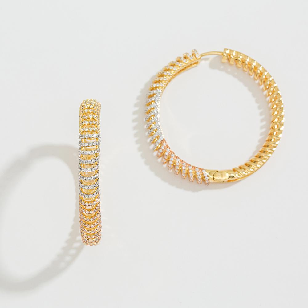 صورة تصميم  حلق ذهبي على شكل دائرة مغقلة