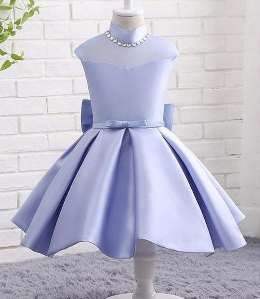 فستان ستان قصير منفوش باللون اللافندر