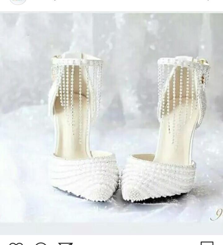 حذاء كعب عالي للعروس باللون الأبيض