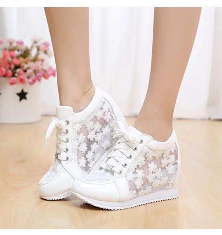 أحذية زفاف كعب عالي رياضية للعروس باللون الأبيض