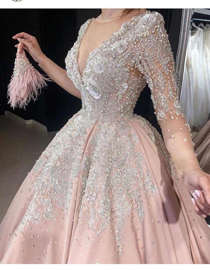 تصميم فستان سهرة طويل مصنوع من الجوبير