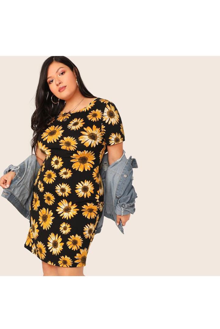 تصميم فستان صيفي مورد قصير باللون الأسود
