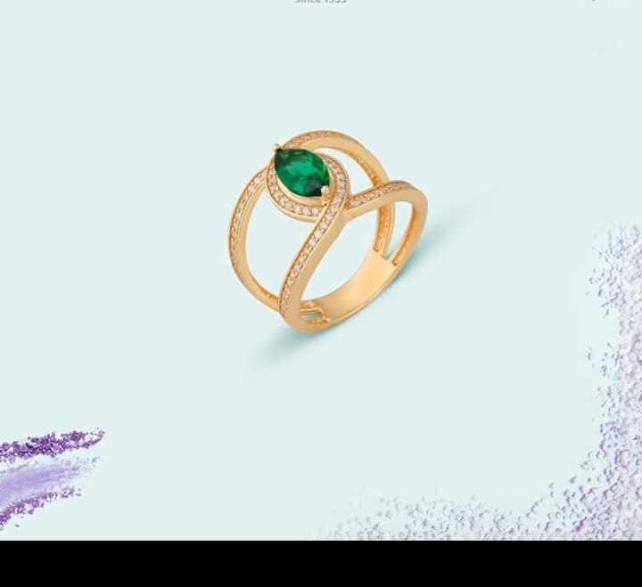 خاتم ذهبي كبير بفصوص ملونة