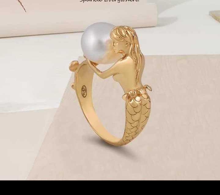 تصميم خاتم ذهبي كبير بفصوص ملونة