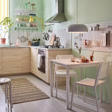 طاولات طعام صغيرة بتصميمات عصرية للمطابخ