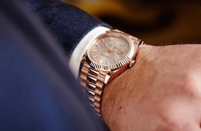 ساعة يد رجالي مصنوعة من الذهب من رولكس