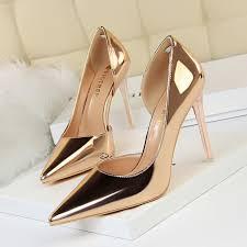 صور حذاء ذهبي للعروس ذو كعب عالي