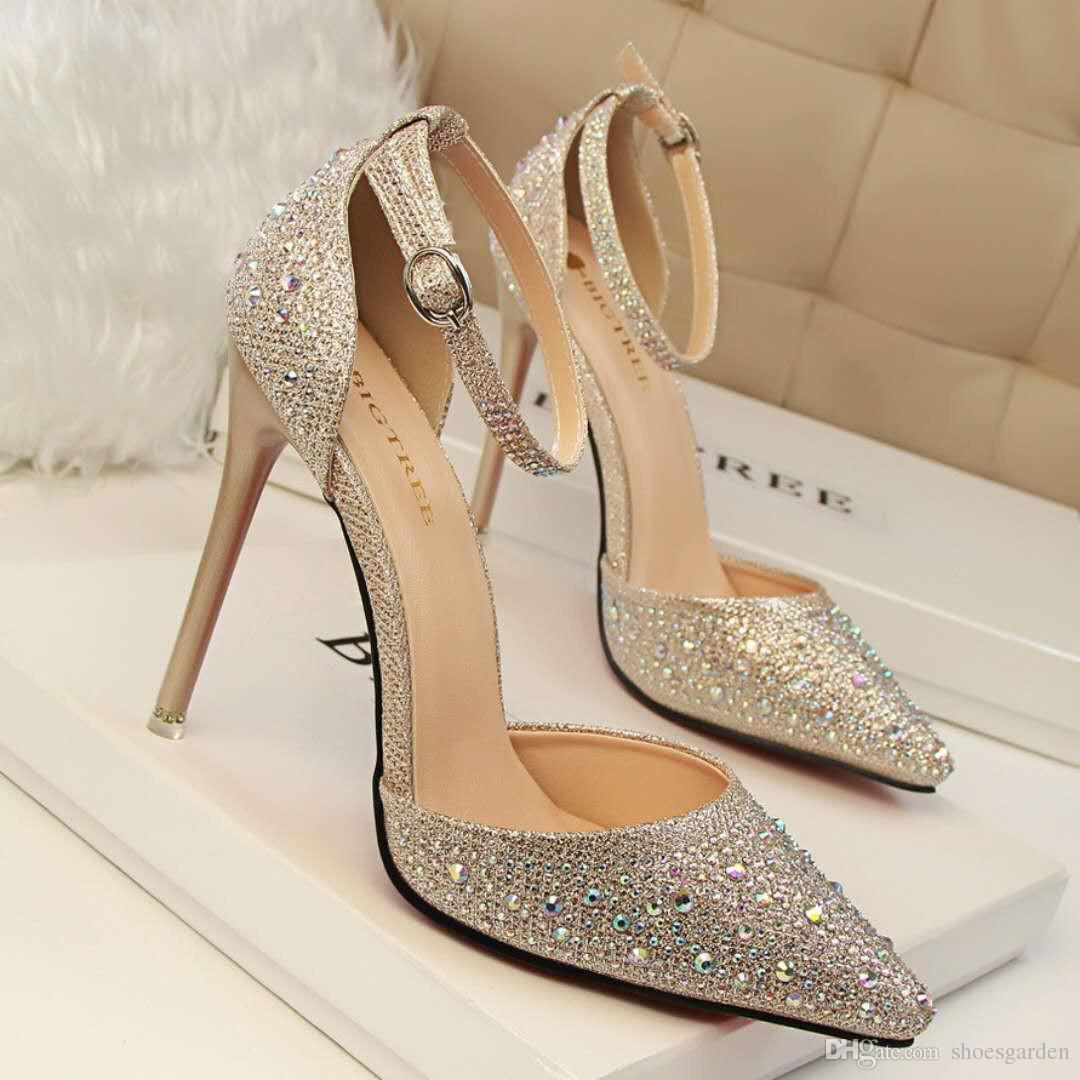 حذاء ذهبي للعروس ذو كعب عالي