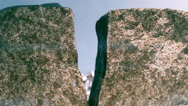 صخور تسقط في الدلتا تحسم أمر وجود مياه في المريخ