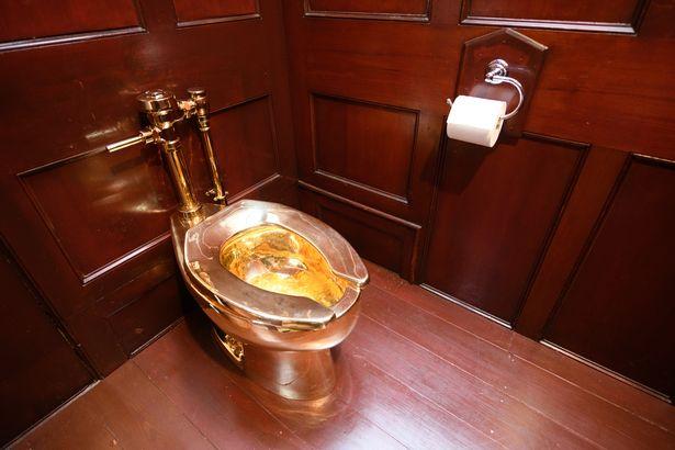 بالصور...سرقة مرحاض من الذهب من أحد أشهر القصور في العالم