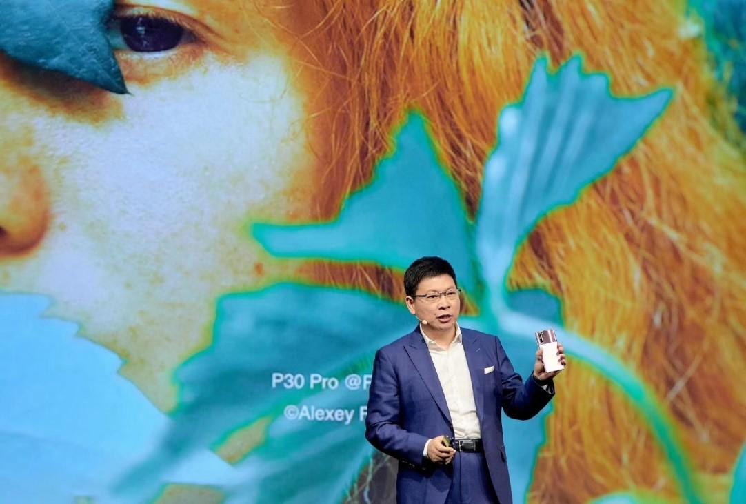 سلسلة هواتف HUAWEI P30 تحدد معياراً جديداً لأناقة الهاتف الذكي بتصاميمها وألوانها الفريدة