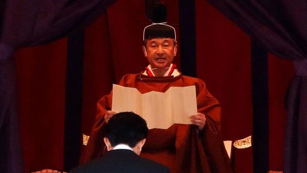 أول قرار لإمبراطور اليابان الجديد ...جريء جداً