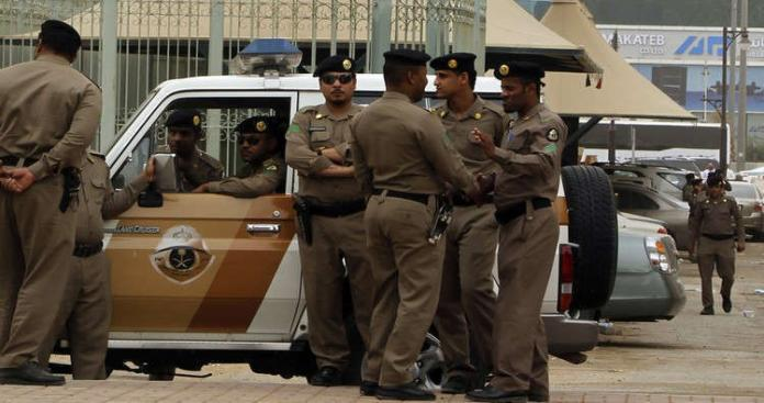 بالفيديو.. الشرطة السعودية تضبط عصابة بالرياض تضم سيدتين