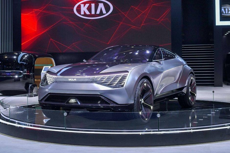 """بالفيديو.. """" كيا """" تطرح سيارة من عالم المستقبل !"""