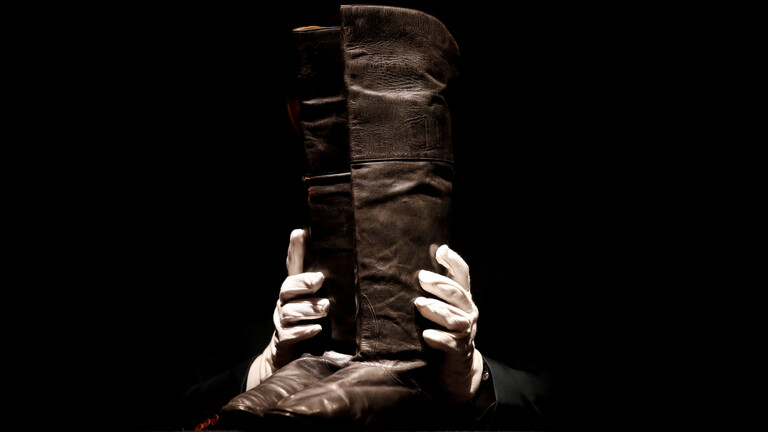 بيع حذاء نابليون بونابرت بـ 129 ألف دولار