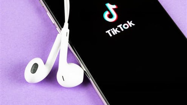 """"""" تيك توك """" تطرح أول هاتف ذكي بمواصفات مميزة"""