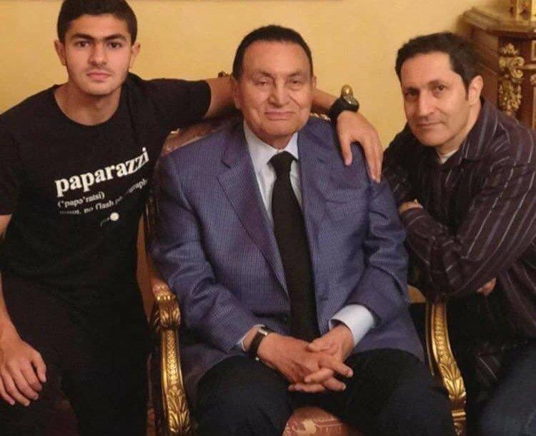 حفيد مبارك يثير جدلاً واسعاً بسبب صورة مع حبيبته في طائرة هليكوبتر