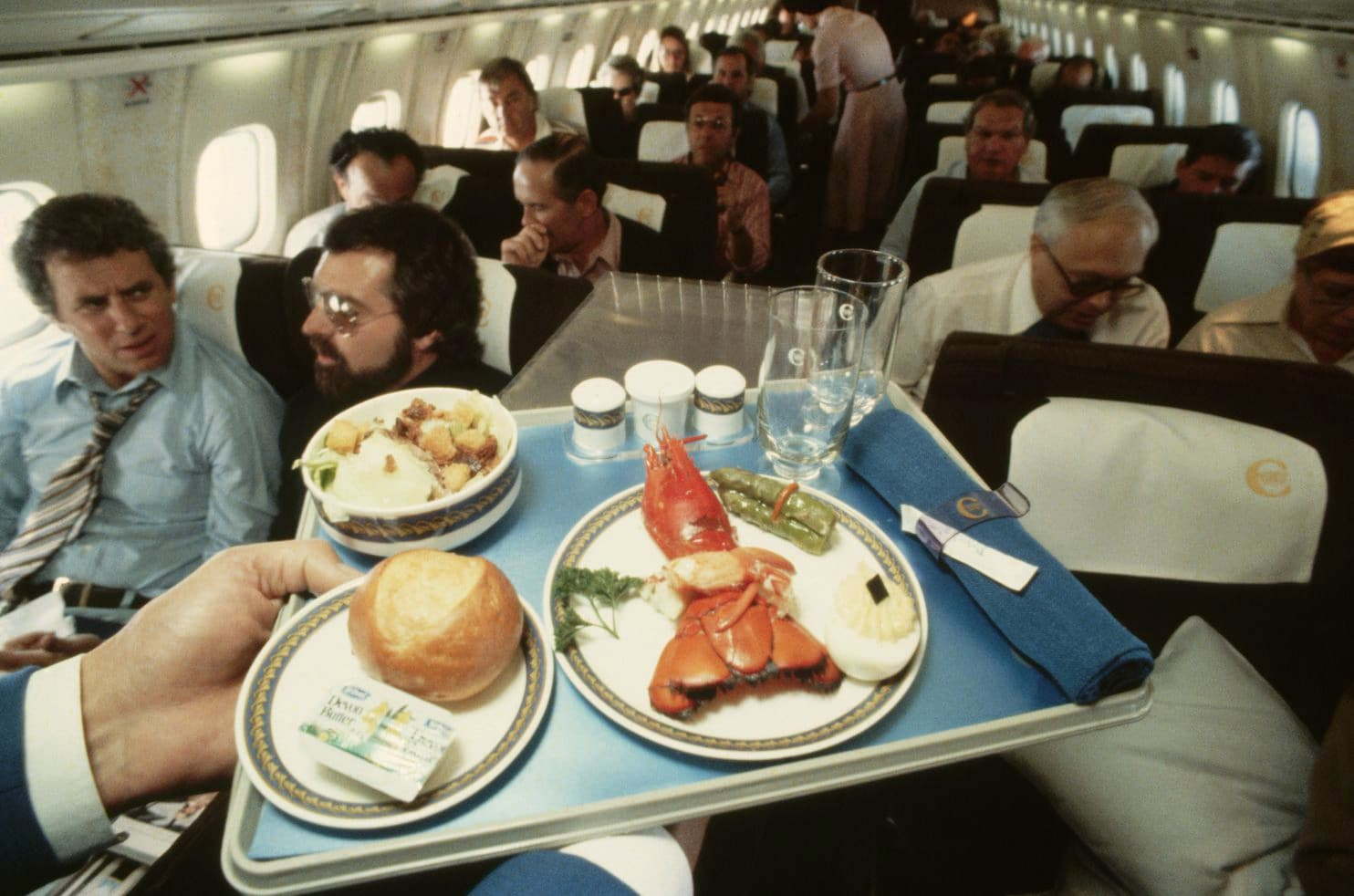 لماذا طعام الطائرات يكون غير لذيذ المذاق ؟!