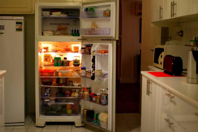 سيدة تحتفظ بجثة زوجها في الثلاجة لمدة عام من أجل هذا السبب !