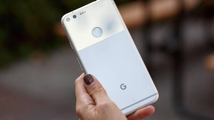 """"""" غوغل """" تمنح مليون دولار لمن ينجح في اختراق هواتف بيكسل الجديدة"""