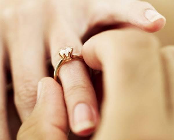 الكشف عن سر خاتم الزواج والفستان الأبيض والكعكة في حفلات الزفاف !