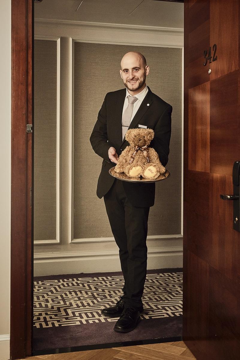 ماريوت لندن بارك لين يقدم خدمة دمى الدببة بالتعاون مع هامليز