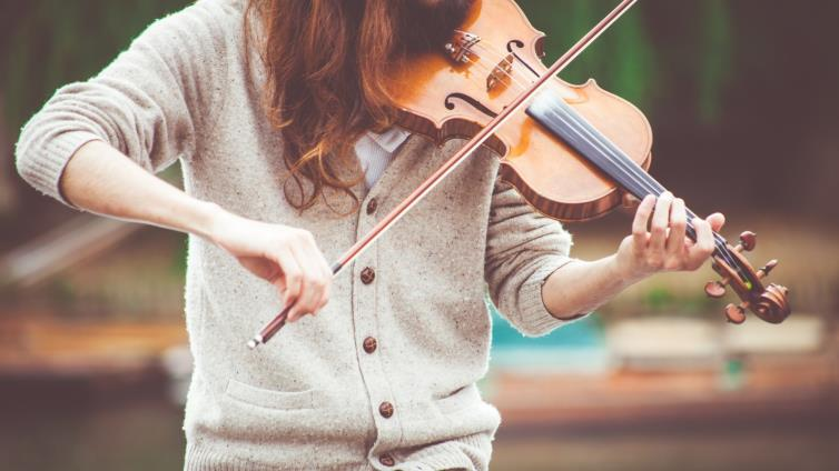 دراسة علمية تكشف المدة الموصى بها للإستماع إلى الموسيقى يومياً لنمط حياة متوازن