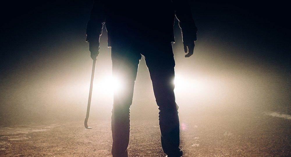 رجل يقتل 4 ضحايا ليصنع معطف !