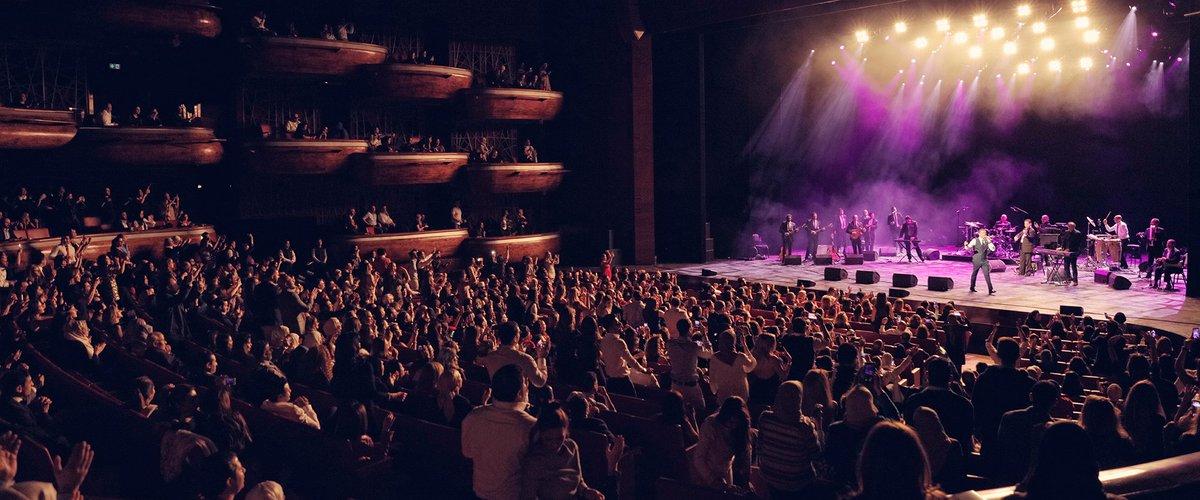 مقطع فيديو يوثق لحظة وفاة مغني على المسرح أمام الجمهور