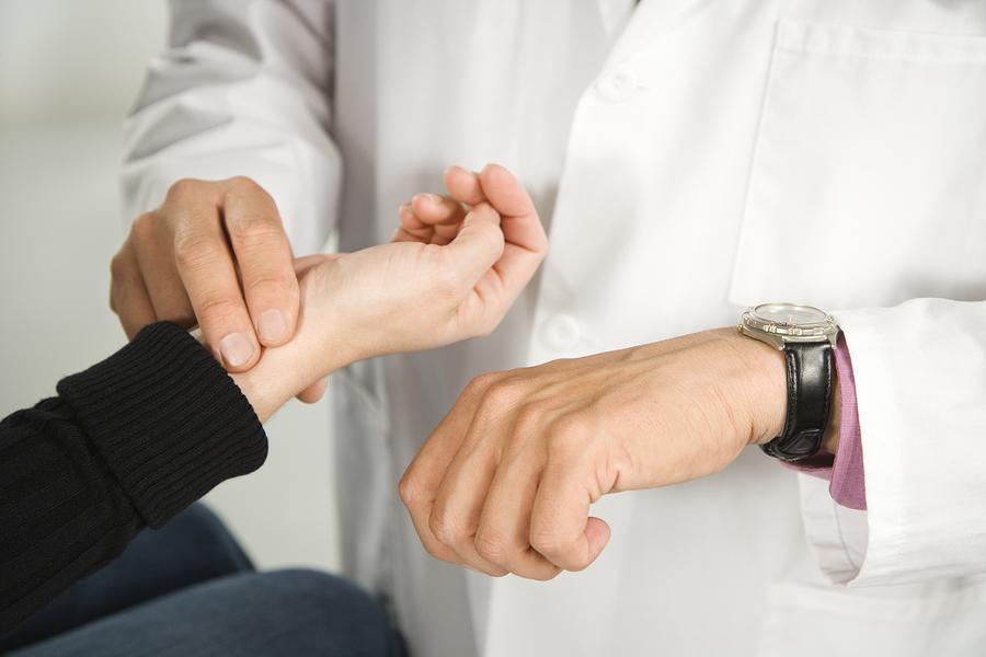الأسباب التي تؤدي إلى زيادة ضربات القلب