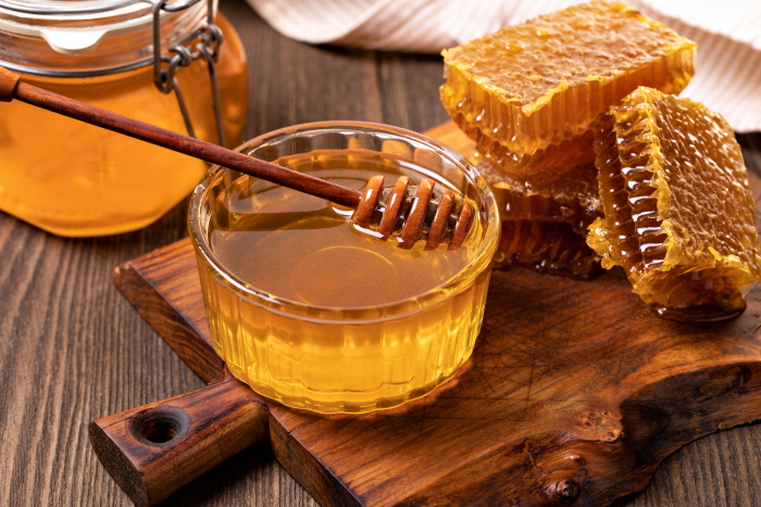 وصفات طبيعية من العسل للتخلص من الرؤوس السوداء