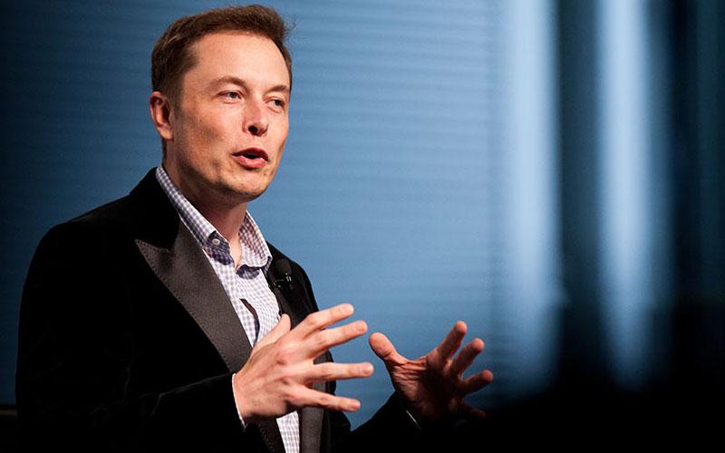 ايلون ماسك سيصبح أغنى رجل في العالم بفضل سيارته الكهربائية