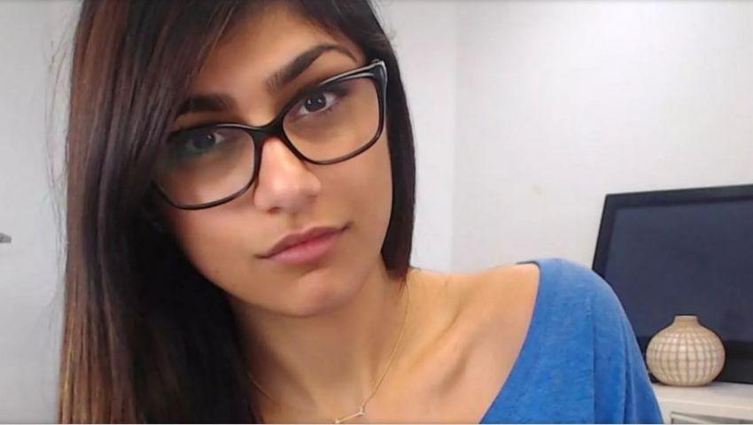 مايا خليفة تثير حالة من الجدل بعد عرض نظارتها للبيع من أجل ضحايا لبنان