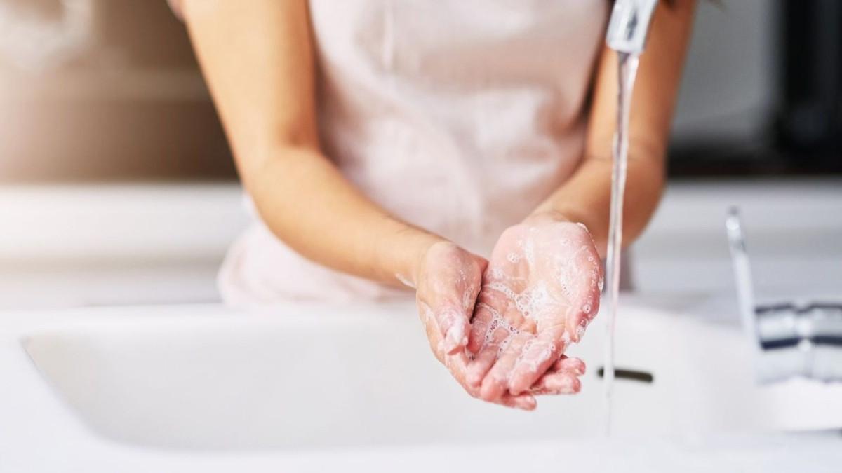 فيروس كورونا يبقى على الجلد أكثر 5 مرات من فيروس الأنفلونزا الموسمية