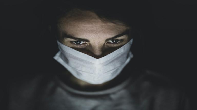 أطباء يحذرون من أعراض كوفيد طويل الأمد