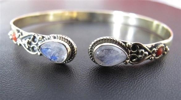 مجوهرات حجر القمر لإطلالة مذهلة