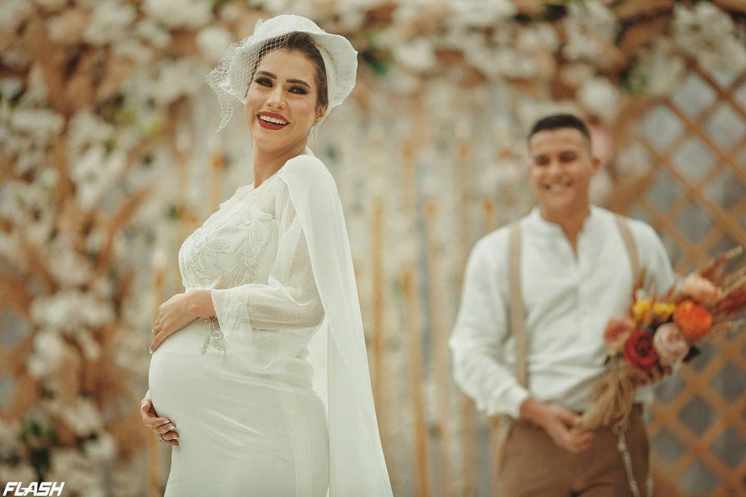 زوج العروس الحامل يرد على مهاجميه على مواقع التواصل