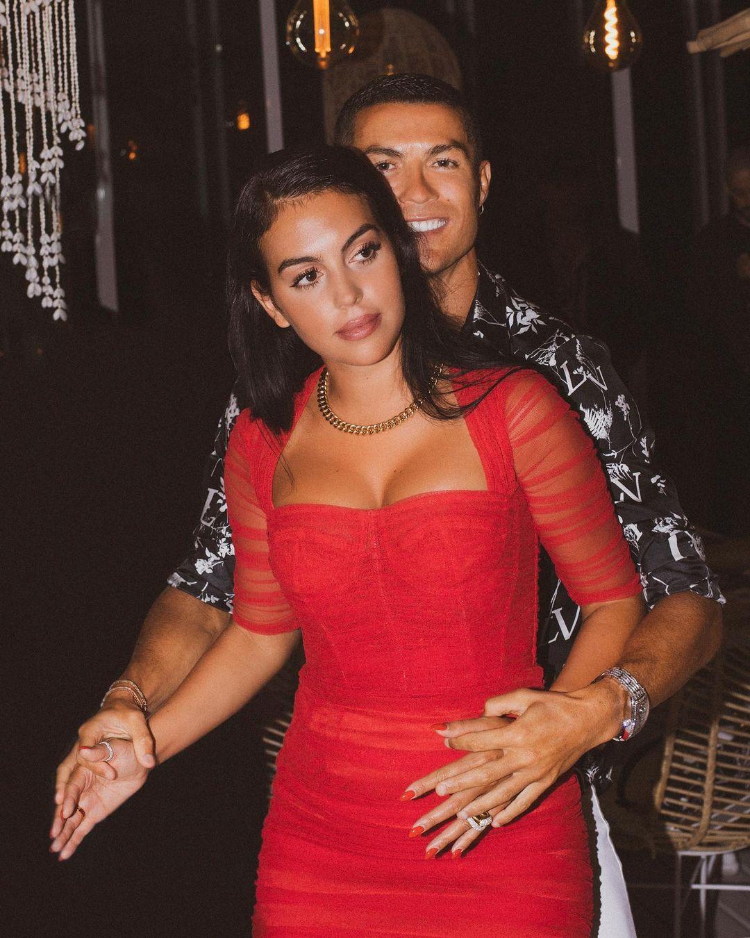 كريستيانو رونالدو يهنئ حبيبته بعيد ميلادها