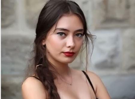 نسليهان أتاغول توجه رسالة لجمهورها بعد انسحابها من ابنة السفير