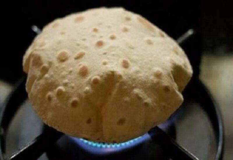 تسخين الخبز على البوتجاز أو الميكروويف يسبب أمراضا خطيرة