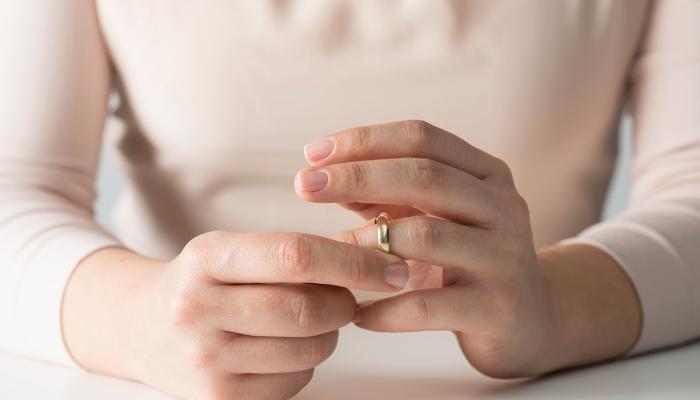 حان وقت الطلاق .. 8 علامات على موت العلاقة