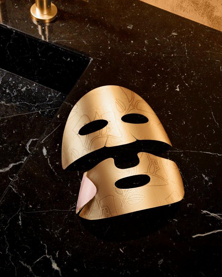 ماسك معزّز بالذهب عيار 24 قيراطاً لإشراقة ذهبية فورية من Lancôme