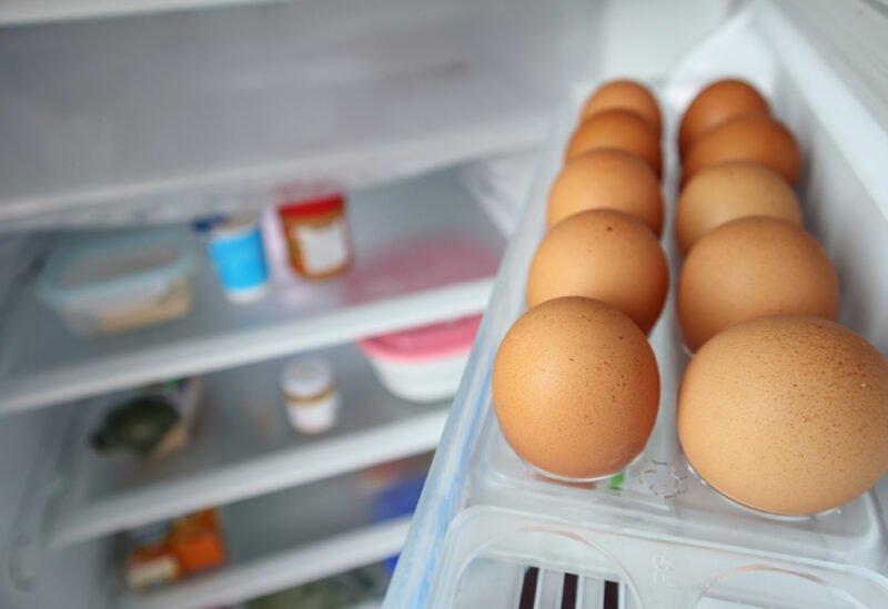 احذروا تخزين البيض في باب الثلاجة